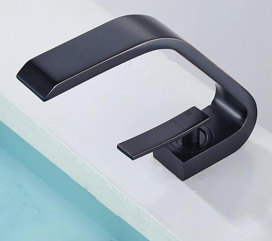 Čierna umývadlová batéria - Becola B61