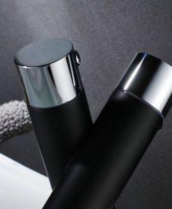 Nezvyčajná čierna batéria do kúpeľne - Model A132
