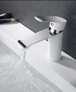 Klasická biela kúpeľňová batéria